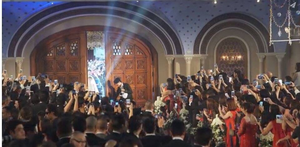 Smart phone cameras galore at a recent Philippines 'Royal Wedding'